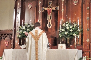 father-kevin-easter-altar